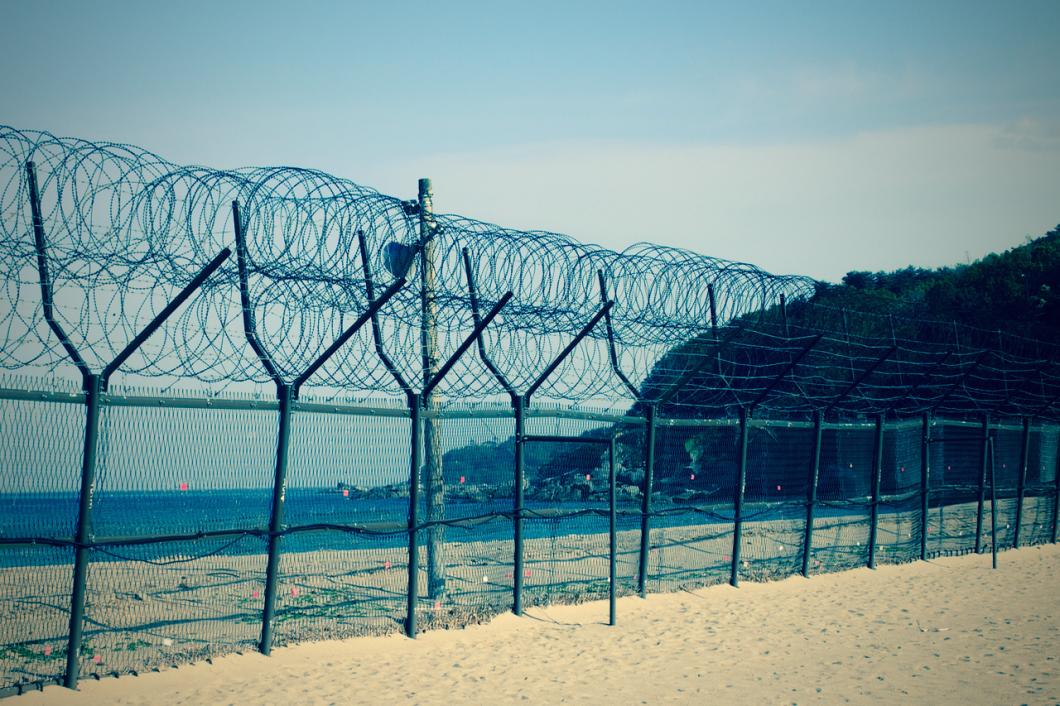 Myeongpa_beach_barbedwire