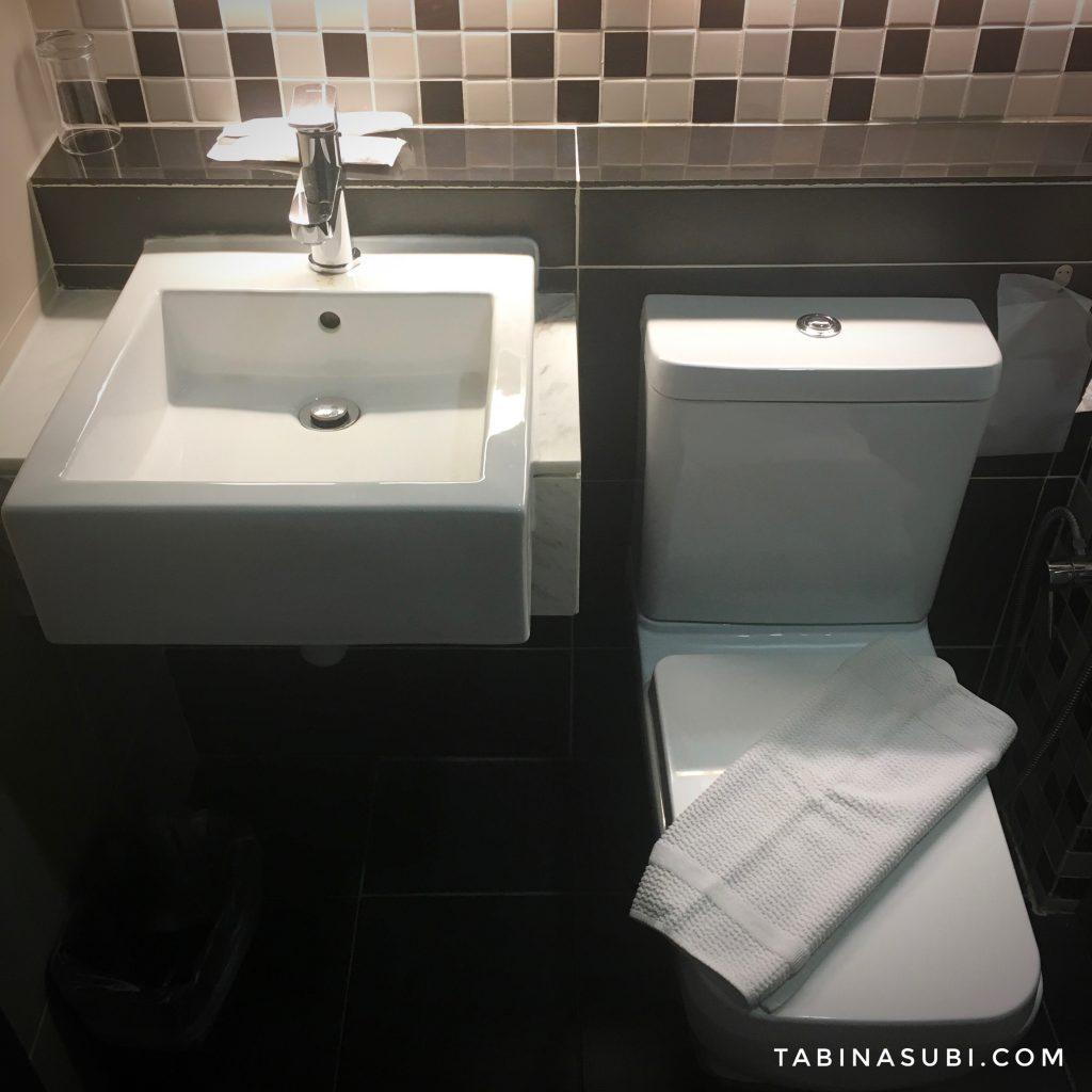 Hote_transit_bathroom